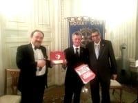 Dal Rotary Club Firenze Est un defibrillatore per la Rari Nantes Florentia