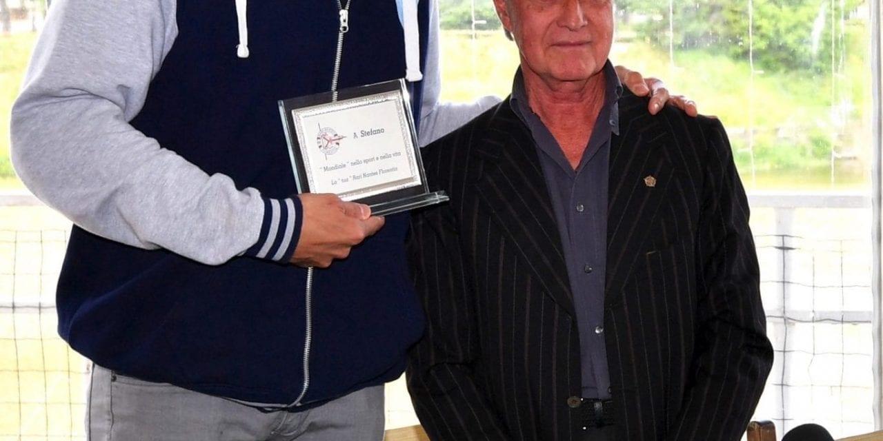 Stefano Tempesti premiato dal presidente Andrea Pieri